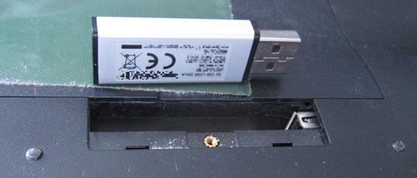 USB-Stick als Festplatte beim versteckten USB-Port