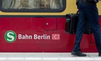Bild von einem Zug mit Logo - Quelle: http://www.t-online.de/regionales/id_63225084/nach-signalstoerung-verspaetungen-und-zugausfaelle-bei-s-bahn.html